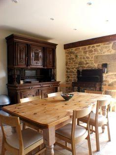 love the farmhouse table