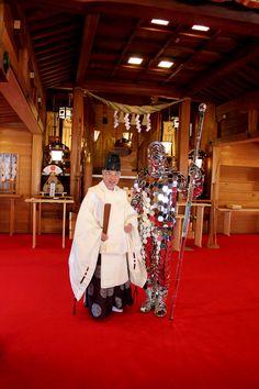 Mirror Man at Toyama Gokoku Jinja 富山縣護國神社 http://www.toyama-gokoku.jp