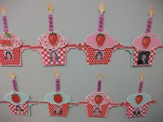 Verjaardagskalender. Birthday Calendar, Birthday Board, Art File, Pre School, Crafts For Kids, Crochet Necklace, Happy Birthday, Classroom, Christmas Ornaments