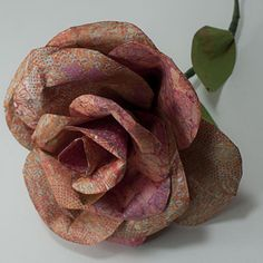 Paper Rose Tutorial with template.    These are really pretty and lots of ideas of how to decorate with them.