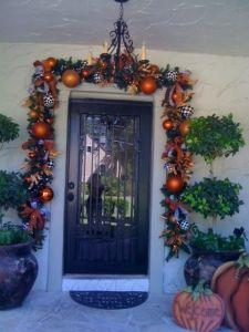 Show Me a Halloween Garland Halloween Witch Wreath, Halloween Porch Decorations, Spooky Decor, Holidays Halloween, Spooky Halloween, Happy Halloween, Porch Garland, Diy Garland, Cool Halloween Makeup