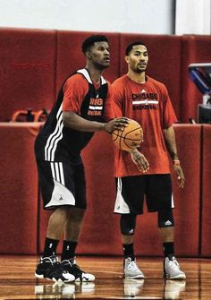 Looks like jimmy butler and derrick rose are getting some work done