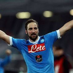 Napoli owner critical of Juventus striker Gonzalo Higuain in open letter