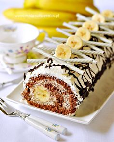 roulade with bananas and chocolate Chocolate Triffle Recipe, Chocolate Mouse Recipe, Chocolate Roulade, Chocolate Smoothie Recipes, Chocolate Roll Cake, White Chocolate Recipes, Chocolate Frosting Recipes, Homemade Chocolate, Lindt Chocolate