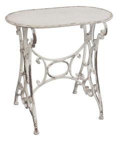 """Upea metallinen pöytä muistuttaa vanhanajan """"Singer""""-pöytiä. Väri antiikinvalkoinen ja ruosteen sävyjä mukana antamassa vanhaa tunnelmaa. Pöydän koko on 72 x 44 x 94 (korkeus) cm. 249€ - Hyvän Tuulen Puoti"""