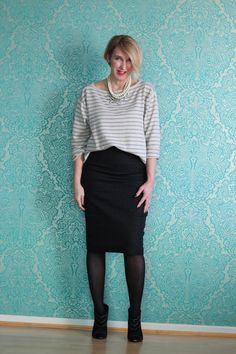 4.33+glamupyourlifestyle++Bleistiftrock+Pencilskirt+gestreiftes-Shirt+gestreifter-Pullover+Statement-Kette+Streifen+Booties-Anine-Bing+Gucci-Tasche.JPG (600×900)