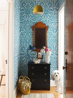 Casa's Faves of the Week: Photographer Kimberly Cornelison's lovely Minnesota home has me convinced that every small foyer needs a powerful wallpaper.