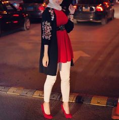 Christmas hijab casual wear – Just Trendy Girls Modern Hijab Fashion, Hijab Fashion Inspiration, Islamic Fashion, Muslim Fashion, Modest Fashion, Fashion Outfits, Casual Hijab Outfit, Hijab Chic, Casual Work Outfits