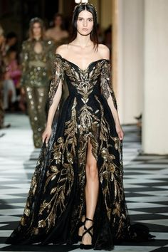 Zuhair Murad couture fall-winter Ball Gown rendered in Black lace, featuring an off the shoulder bust with long Caftan-like sleeves, embroidered in silk thread and matte pearls. Ball Dresses, Ball Gowns, Evening Dresses, Elegant Dresses, Pretty Dresses, Formal Dresses, Couture Fashion, Runway Fashion, Fashion Fashion