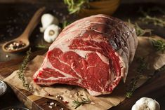 A heatproof bag shortens your cooking time and keeps the meat moist -- you'll just need to sear it first to brown it. Cooking Prime Rib Roast, Cooking A Roast, Cooking Time, Uber Food, Sirloin Tip Roast, Rib Meat, Usda Prime, Prime Beef, Beef Cheeks
