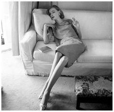 Nena von Schlebrugge, suit by Frederick Starke, Vogue 1958 Photo NormanParkinson