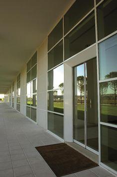 Un design pulito e lineare è il tratto distintivo della sede Tod s a  Sant Elpidio 012d72b6c5c