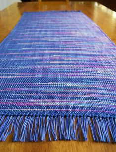 Weaving Textiles, Weaving Patterns, Textile Patterns, Loom Weaving, Hand Weaving, Table Runner Pattern, Weaving Projects, Weaving Techniques, Yarn Crafts