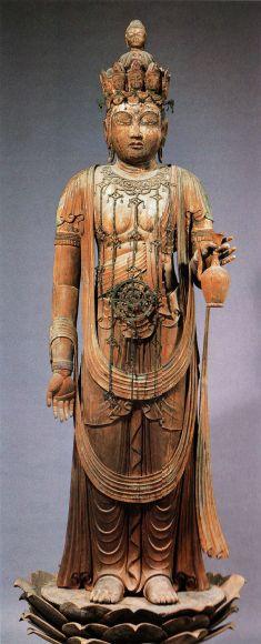 【奈良・室生寺/十一面観音立像(平安前期)】ふくらんだ腹部の上に輪宝が飾られてる点などからも中尊をはさんで反対側に安置されている地蔵菩薩とセットにした授産や安産、航海の安全にご利益がある放光菩薩思想の像ではないかと推測される。