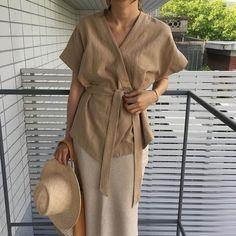 Korean Fashion – How to Dress up Korean Style – Designer Fashion Tips Korean Blouse, Look Office, Look Boho, Chic Shop, Korean Fashion Trends, Minimal Fashion, Mode Style, Dress Up, Street Style