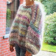 Lover of angora and mohair worn by women . Knit Fashion, Sweater Fashion, Boho Fashion, Autumn Fashion, Hand Knitting, Knitting Patterns, Handgestrickte Pullover, Mohair Sweater, Cozy Sweaters