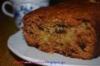Ένα κέικ μήλου με βρώμη, τόσο νόστιμο και υγιεινό που δεν θα το πιστεύετε!! Το μήλο ξεπροβάλει σαν κρέμα στην μέση, οι σταφίδες και το... My Recipes, Baking Recipes, Sweet Recipes, Dessert Recipes, Greek Sweets, Greek Desserts, Chocolate Fudge Frosting, Food Nutrition Facts, Healthy Desserts