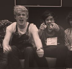 One direction's niall horan & harry styles lurk around & troll Harry Styles 2011, Harry Styles Pictures, Niall Horan Gif, Niall Horan Baby, Zayn, One Direction Niall, One Direction Pictures, Liam Payne, Louis Tomlinson