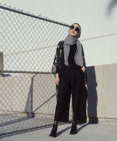 Best ideas for modern fashion outfits inspiration Modern Fashion Outfits, Modest Fashion Hijab, Street Hijab Fashion, Casual Hijab Outfit, Hijab Chic, Muslim Fashion, Casual Outfits, Fashion 2020, Hijab Trends