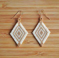 Boucles losanges miyuki blanc ivoire et doré attaches plaqué or Gold filled 14k : Boucles d'oreille par ccedille-bijoux