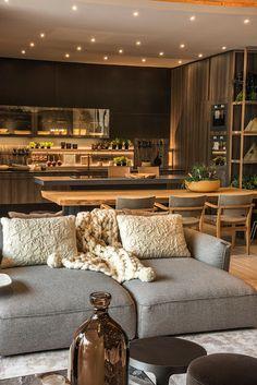 Sobrepor mesa. cinza, madeira e espelhado