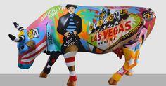 """Em sua 10ª edição, a CowParade Brasil volta à São Paulo e, pela primeira vez, terá como tema """"uma viagem pelo mundo"""". Lobo pintou a cidade de Las Vegas."""