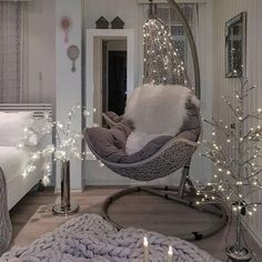 Living Room Design Ideas: Tips for choosing style, Decoration and Furniture Room Design Bedroom, Room Ideas Bedroom, Home Decor Bedroom, Bedroom Rugs, Bedroom Chair, Luxury Rooms, Luxurious Bedrooms, Luxury Home Decor, Rideau A Lamelle