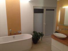 Auch für Türen fertigen wir sensuna® Plissees nach Maß wie für dieses #Badezimmer