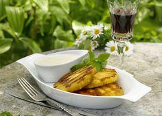 Grillede ananas med hyldeblomst og ostecreme   Skøn lille dessert med frugt og ost
