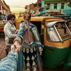 New Delhi (the photo series by Russian Photographer, Murad Osmann) Packing Tips For Travel, Travel Essentials, Wanderlust Travel, India Travel, Travel Usa, Lonely Planet, Murad Osmann, Visit India, Photo D Art
