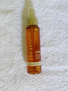 argan e camélia, esse óleo além de nutrir, restaura os fios danificados. Devolve aos cabelos maciez, brilho e saúde. Contém vitamina B5 e vitamina E,que ajudam a dar força e brilho aos fios.