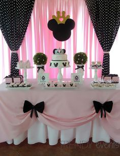 "Remember watching ""A Mickey Mouse Cartoon"" and wishing your were Minnie Mouse for at least a day? You won't regret a Minnie Mouse quinceanera theme! Gold Birthday Party, Mickey Mouse Birthday, Princess Birthday, 2nd Birthday Parties, Birthday Party Decorations, Gold Party, Birthday Ideas, Party Party, 2nd Birthday Cakes"