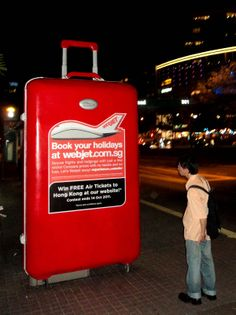 Clear Channel Singapore: Supersized 3D Luggage
