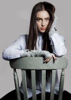Samantha Holmes Mittens http://www.millagrace.co.uk/accessories/gloves/754-cable-knit-fingerless-mittens-in-duck-egg Virginie Castaway Bobbi Li Shirt http://www.millagrace.co.uk/sale/584-bobi-li-striped-shirt-in-blue