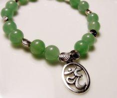 OM Tibetan Silver Green Aventurine Bracelet  por CherylsHealingGems