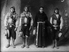 © Martin Chambi - El hermano cura, Cuzco, 1933.