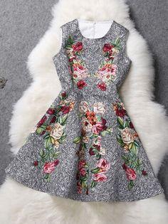 Diseño floral elegante vestido de partido sin mangas