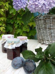Švestková povidla - jednoduchá a bez míchání!   Jane at home Russian Recipes, Plum, Glass Vase, Food And Drink, Fruit, Decor, Polish, Syrup, Decoration