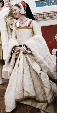Champagne Tudor Gown with Fur Cuffs and Brocade Underskirt  #sca #garb #tudor