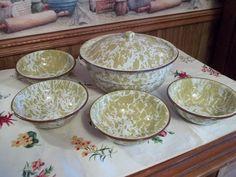 Vtg Enamelware Salad/Dessert Bowl Set Swirl by TeresasTreasuresEtc,