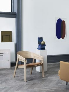 Scandinavian cover chair inspiration from Muuto: By combining the ideals of Scandinavian craftsmanship with a modern design language, the Cover Lounge Chair has a simple yet refined expression. 北欧インテリア