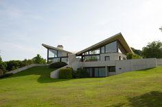 Read about Bauhaus-great Marcel Breuer's Villa Sayer.