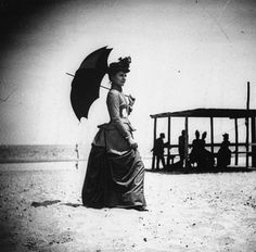 Georgiana Parker - Sea Bright, NJ - by Wallace G. Levison (1870) - parasol