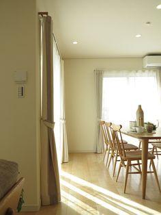 メープル系の床にナチュラルな家具・カーテンを提案したナチュラルコーディネートを提案 の画像 家具なび ~きっと家具から始まる家づくり~ 名古屋・インテリアショップBIGJOYが家具の視点から家づくりを提案