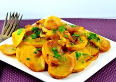 I remember my Grandmother making this marvelous dish over 65 years ago. We were the only vegetarians in our family and therefore Grandma cooked just to please me.A very easy, simple but tasty side dish.Young potatoes are especially good. Onion Recipes, Irish Recipes, Potato Recipes, Potato Ideas, Side Dish Recipes, Side Dishes, Dinner Recipes, Breakfast Recipes, Potato Onion