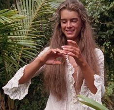Young Brooke Shields in Blue Lagoon, 1980 (hair goals) Beautiful Models, Most Beautiful Women, Blue Lagoon Movie, Brooke Shields Blue Lagoon, Brooke Shields Young, Pretty Baby, Pretty People, Hair Goals, Divas
