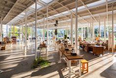 Kanagawa Institute of Technology Workshop | Junya Ishigami 石上純也 神柰川工科大學工房是設計師完成的首件建築作品,當許多建築師努力追求形體的極限及表現時,他在單純的玻璃盒中找尋更多空間的可能性,KAIT 工房不僅是一座建築,也是一種景觀的延伸,結構的美在此轉化成宛如樹林般的景致。http://vimeo.com/42999332