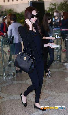 Seohyun, Snsd, Suzy Bae Fashion, Me As A Parent, Airport Outfits, Hermes Birkin, Sexy Women, Idol, Classy