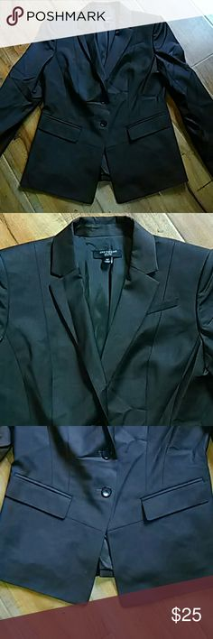 Ann Taylor size 4 P Blazer Beautiful Brown blazer with knots lapel 2 buttons piped pockets. In good condition. 23 inches long 87% virgin wool 9% nylon 4% Lycra. This Blazer cost $139 Ann Taylor Jackets & Coats Blazers