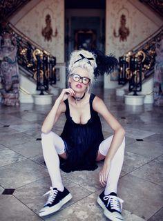 Lookbook: Maria Antonina też nosiła okulary - Wildfox | The Rolling Style